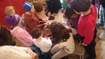 Anita Kalla är kreativ med barnen