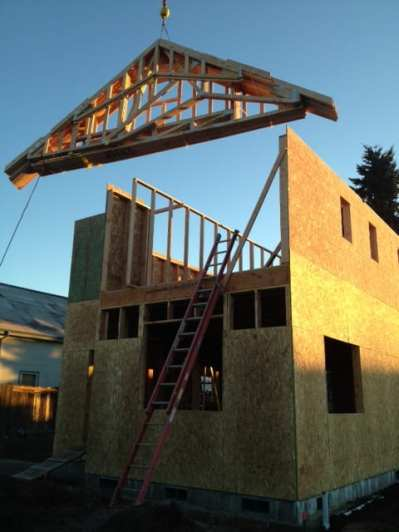 Hoisting the first trusses!