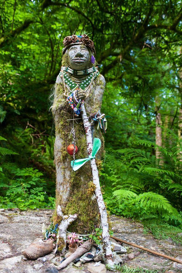 Amanda Trail Statue 2015 vert