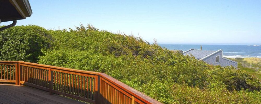 Sea Bella Oregon Coast Vacation Rental - Spectacular Views from Deck