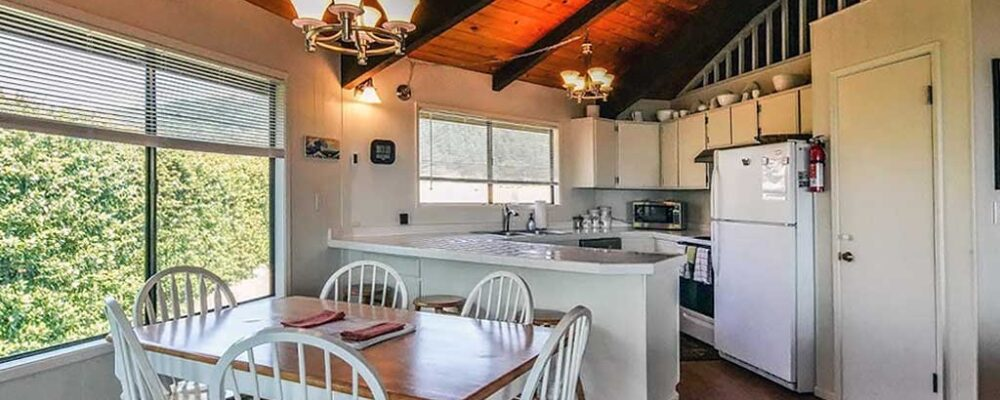 Dining Room - Sea Bella Gold Beach Vacation Rental