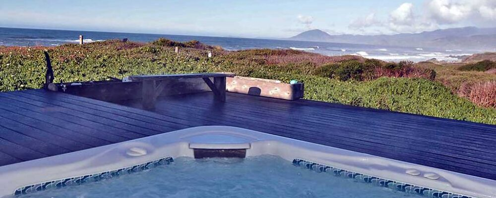 Hot tub with a view - Land's End Beach House
