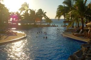 Take your kids to the Caribbean | Roatan Honduras | Oregon Girl Around the World