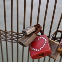 VALENTINES DAY PARIS OREGON GIRL AROUND THE WORLD LOVE LOCKS