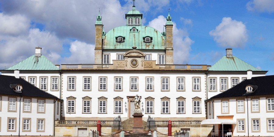 Day out in Denmark | Take a Tour Inside the Private Residence and Gardens of the Danish Royal Family | Fredensborg Palace Castle Slot | Via Oregon Girl Around the World
