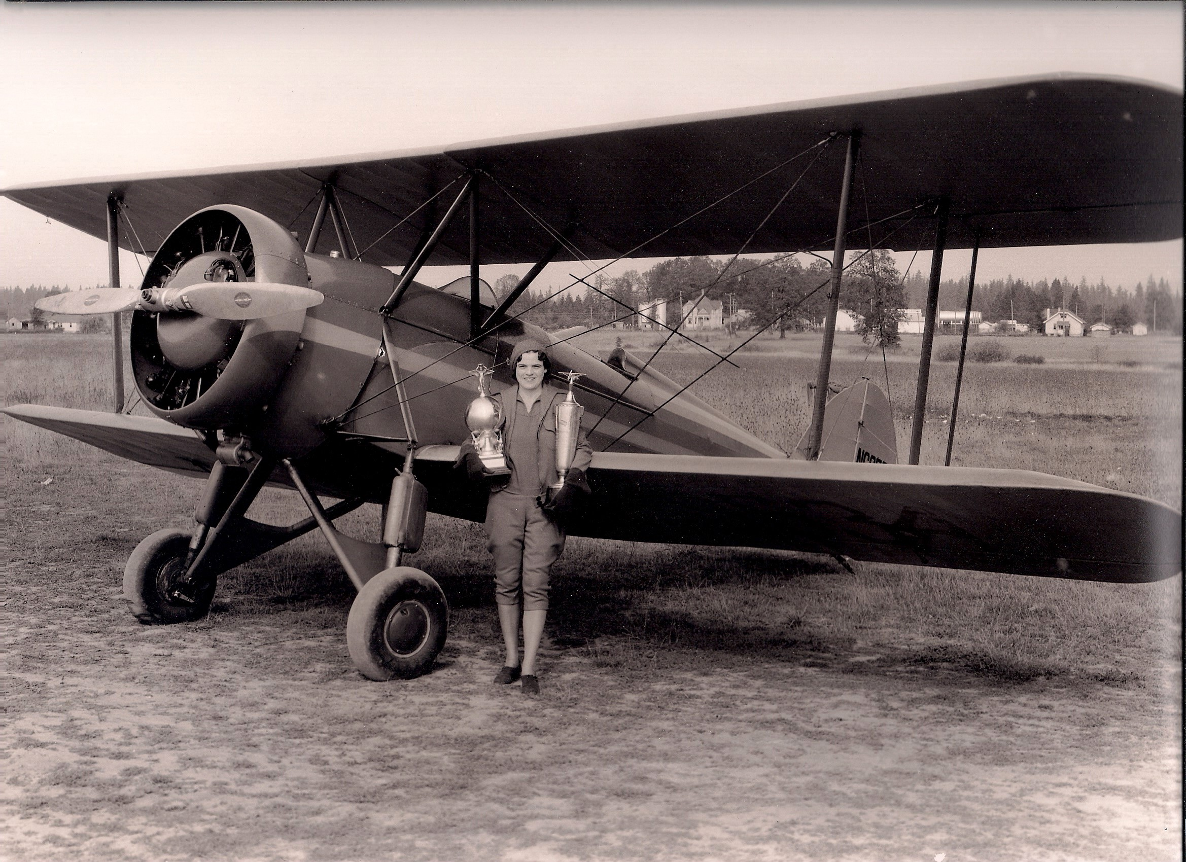 Edith Foltz Pioneer Oregon Pilot 1933