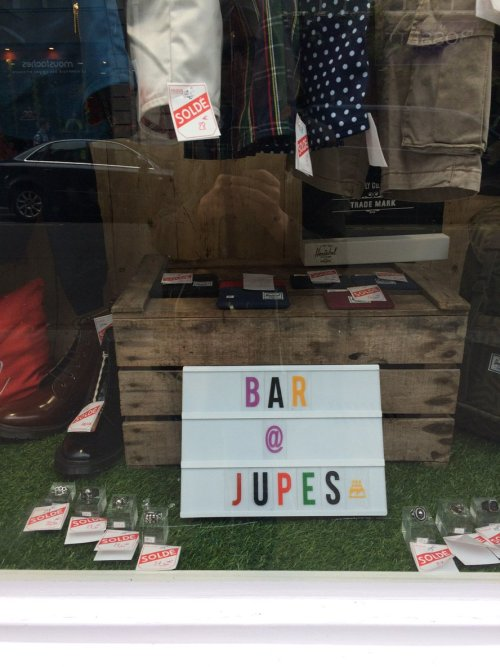 Bar à jupes, rue des Archives, Paris, juillet 2017