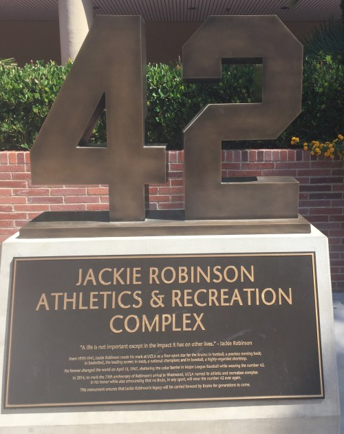 Monument en l'honneur de Jackie Robinson, UCLA, 22 mai 2017