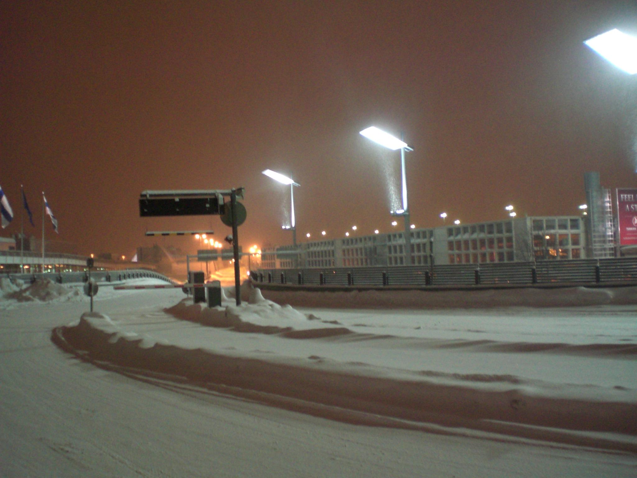 Helsinku lidosta sniegā