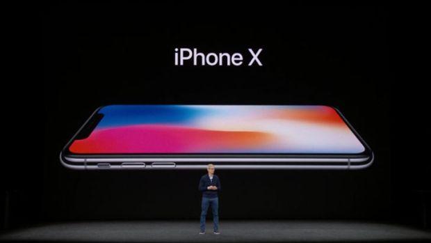 Вышел за рамки: Apple представила iPhone X