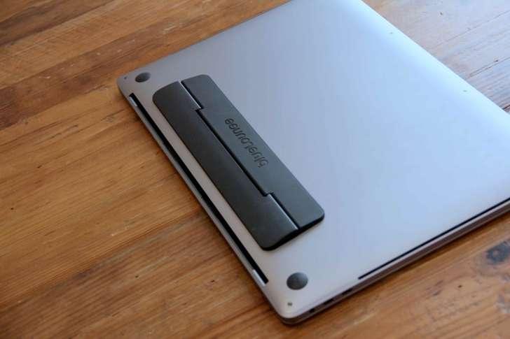 MacBook用フリップスタンドの背面写真