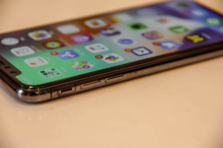 iPhone X用Jasbon液晶保護ガラスフィルムが気泡ゼロの写真