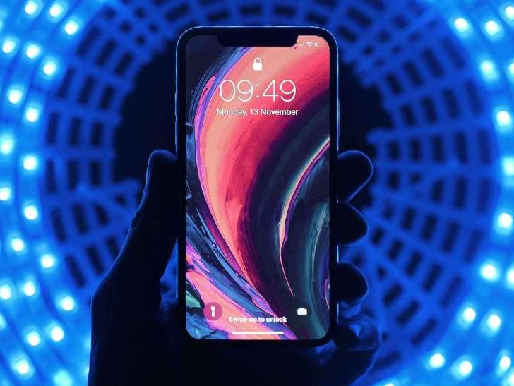 iPhone blue light using image