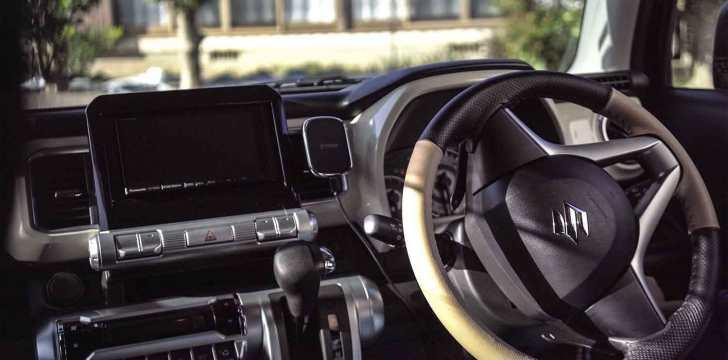 In-vehicle-holder-pitaka-5