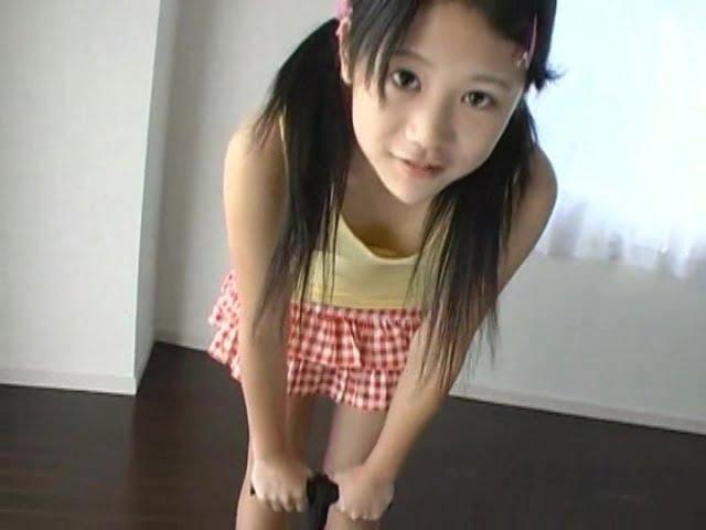 愛葉レナ(11)が胸ポチスジっ子披露!汗ばんだお股の接写からフェロモンが放出?!