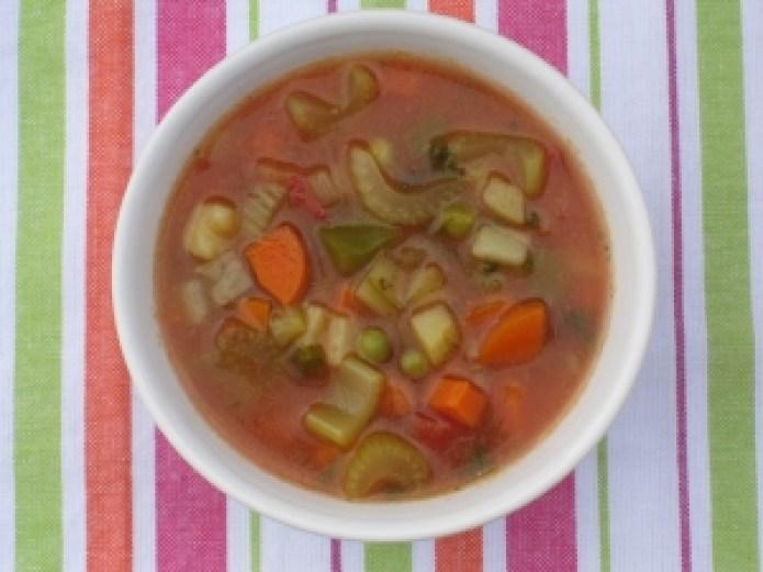 Vegetable borscht rich in fiber and delicious liquid.
