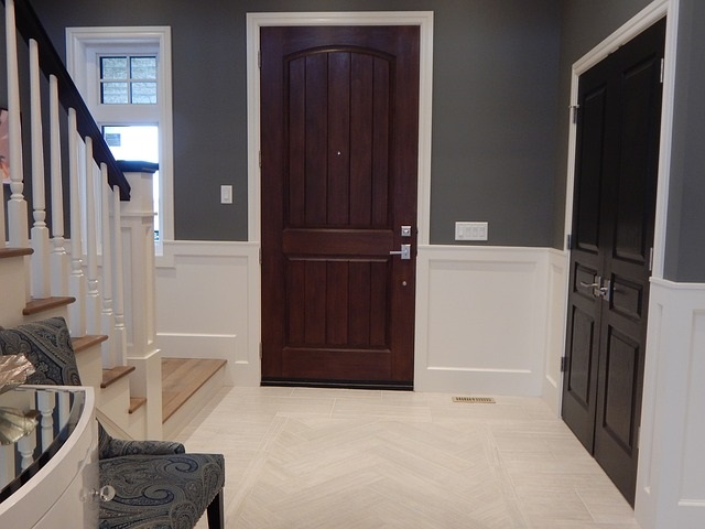 recycled wood doors foyer-902404_640