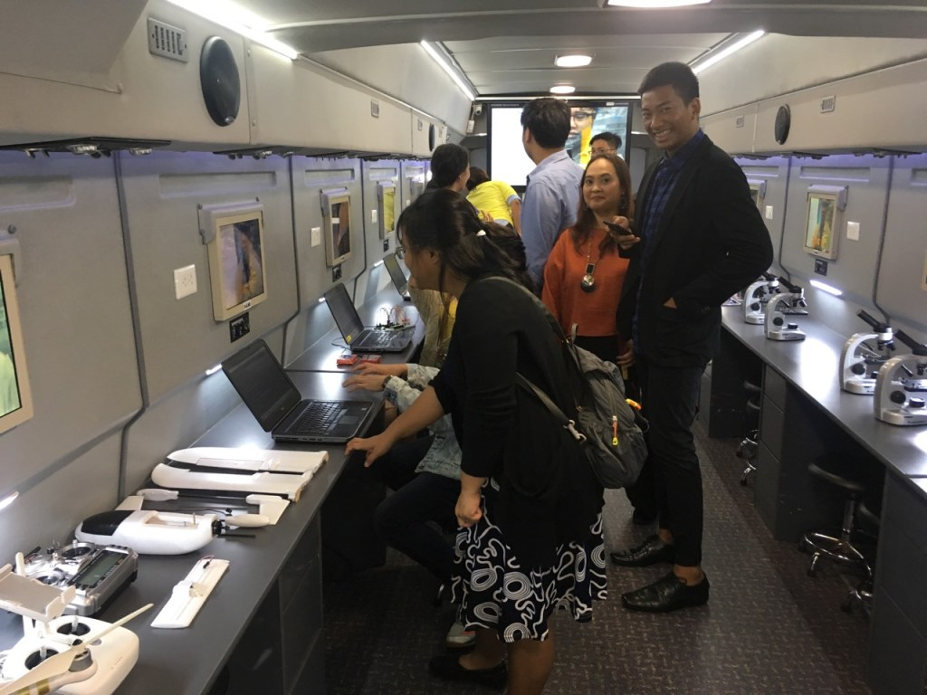 Young Filipino scientists invited for the launch of a mobile science learning facility