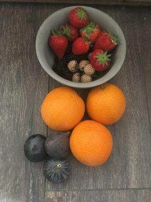 Vijgen smoothie met aardbeien, Vijgen smoothie, Verse vijgen smoothie, Recept verse vijgen smoothie, Smoothie met vijgen, Aardbeien vijgensmoothie, Aardbeien smoothie, Aardbeien smoothie gezond, Smoothie aardbei sinaasappel, Sinaasappel aardbei smoothie, Sinaasappel smoothie, Aardbeien sinaasappel smoothie, organic happiness, biologisch, biologische foodblog