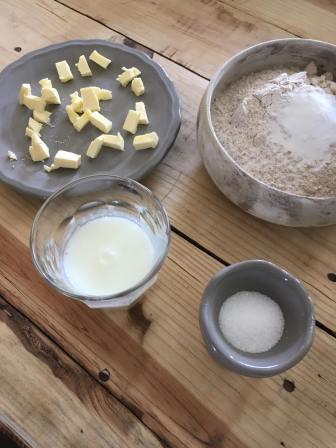 Glutenvrije Scones, Glutenvrije scones maken, scones, Scones maken, scones recept, scones met frambozenjam, zelf scones maken, organic happiness, biologisch, biologische foodblog