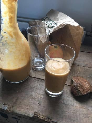 Kaki smoothie met kokos, Kaki smoothie, Kaki smoothie recept, Kaki fruit smoothie, Kaki fruit recept, Smoothie kokos, Smoothie kokosstukjes, Kokos smoothie, Kokos smoothie maken, Kokosmelk smoothie recept, Organic Happiness, Biologisch, Biologische Foodblog