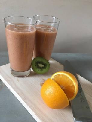 Fruit smoothie met kiwi, Fruit smoothie, Fruit smoothie maken, Fruit smoothie banaan, Fruit smoothie gezond, Fruit smoothie kiwi, Fruit smoothie maken banaan, Makkelijke smoothie, Organic Happiness, Biologisch, Biologische Foodblog