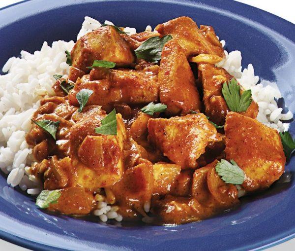 Pechuga al curry con coco y piña