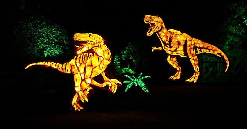 Tyrannosaurus Rex and Velociraptor roaring