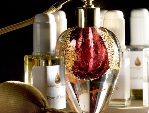 flacon de parfum avec vaporisateur à poire