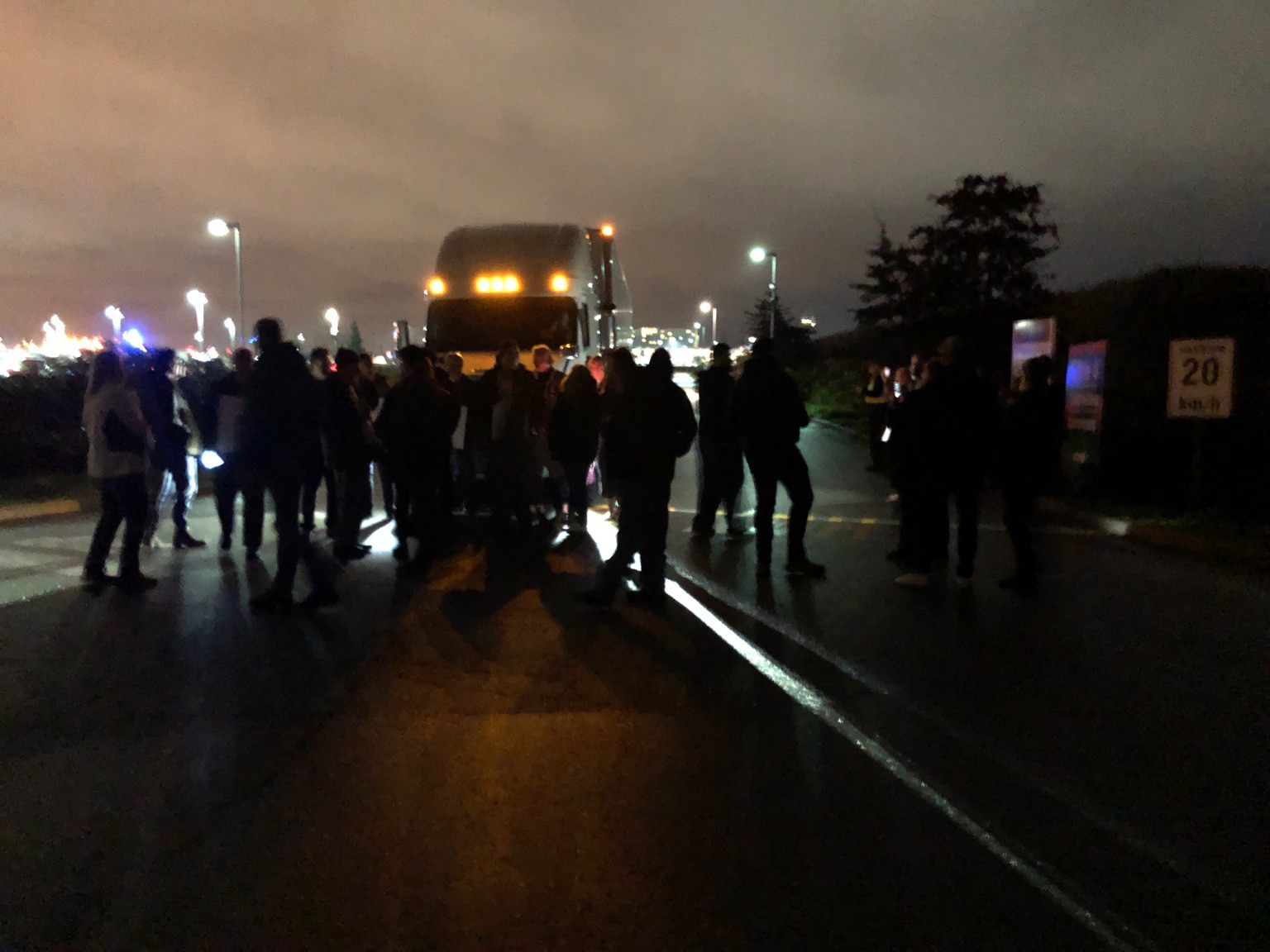 Happening now: cross picket at Canada Post processing plant in Vancouver