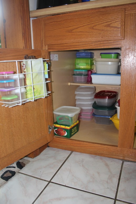 Tupperware and Troubled Corners - organized tupperware cabinet