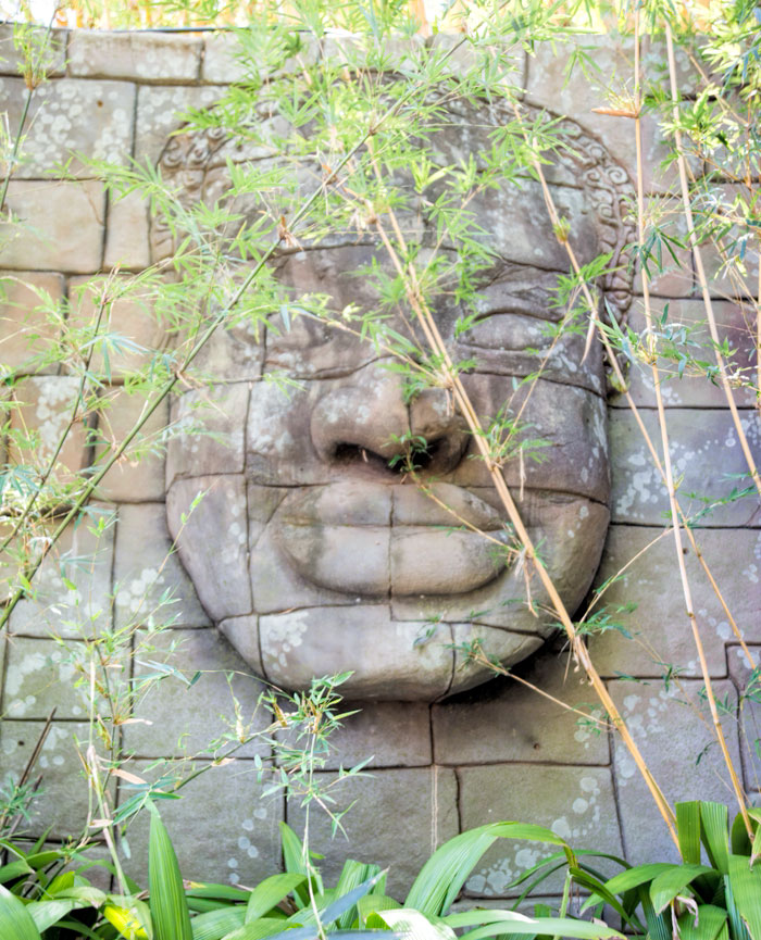 Bas relief sculpture at Australia Zoo