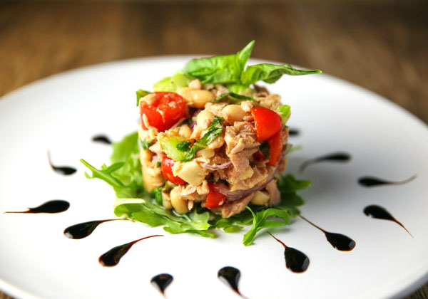 This Tuna and Cannellini Bean Salad is so light and refreshing, perfect for anytime of year!