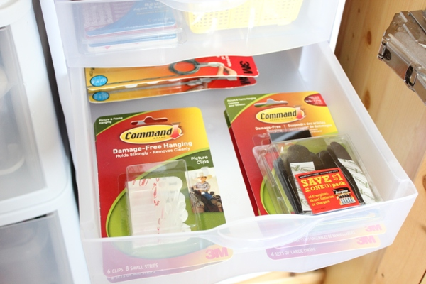 command hooks middle drawer