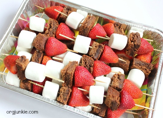 brownie kabobs for a church picnic at orgjunkie.com