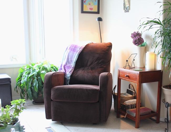 Living Room Quiet Corner Organization 13