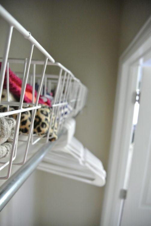 baskets-in-organized-entryway