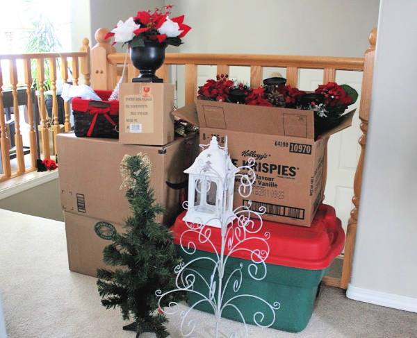 Declutter and Organize: My HUGE Holiday Decor PURGE of 2018 at I'm an Organizing Junkie blog