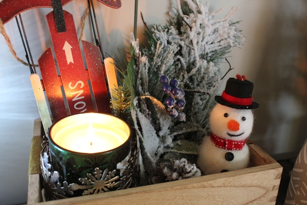 Winter vignette at I'm an Organizing Junkie blog