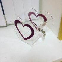 Ящик из оргстекла в виде сердца