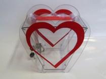 Ящик для сбора пожертвований в виде сердца