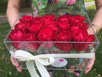 Коробка из оргстекла для цветов