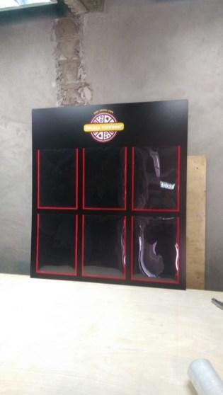 Информационный стенд с плоскими карманами и брендированием