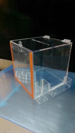Ящик для анкет с отсеками под ручки и стикеры