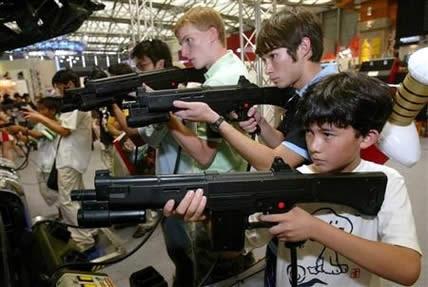 Şiddet İçerikli Oyun oynayan çocuklar