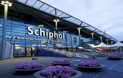 133-193112-holland-schiphol-airport-technical-error_700x400