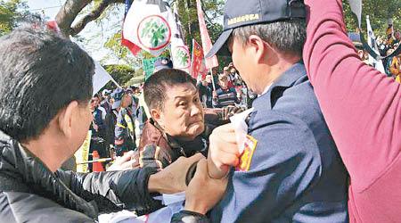 蔡英文南投造勢遭200人抗議 - 東方日報
