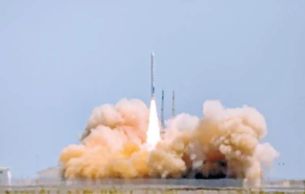 內地首枚民營火箭發射入軌 - 東方日報