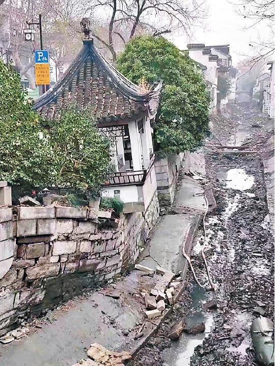 蘇州路陷千年古街變廢墟 - 東方日報
