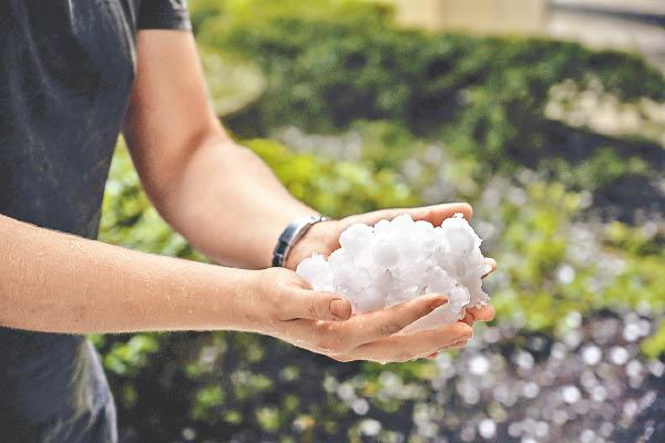 異常天氣夾擊澳洲 坎培拉落雹 - 東方日報